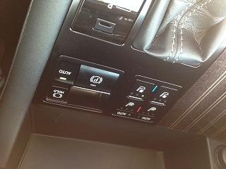 電動式のパーキングブレーキボタン