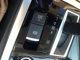 パーキングブレーキボタンの例